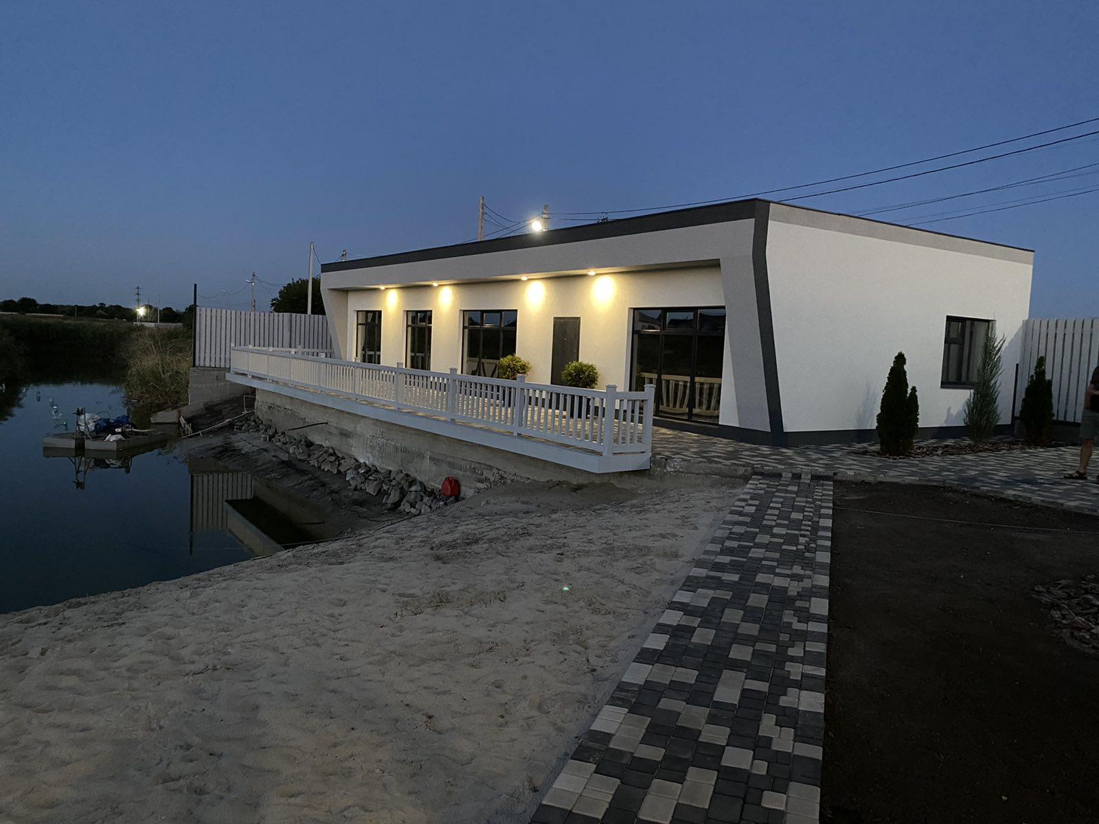 Дом со своим зарыбленным озером