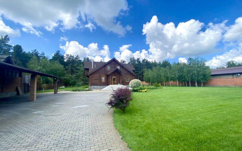 Дом Обуховка Некрасова в сосновом лесу